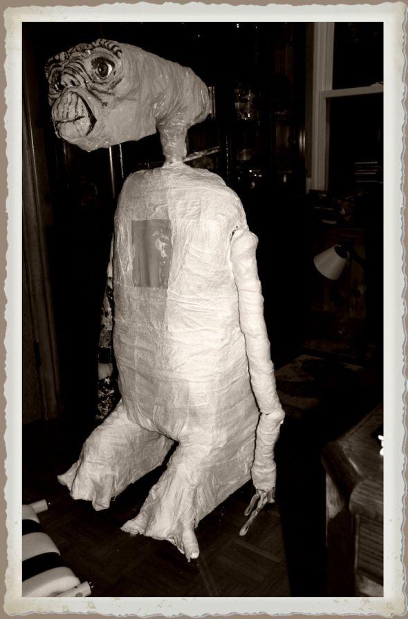 ET Puppet Portrait Monochrome